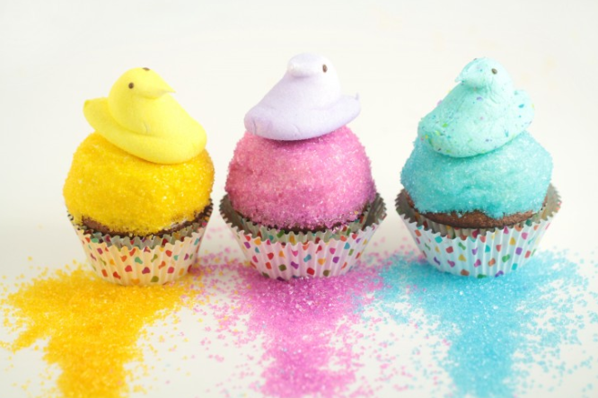 Peeps Easter Cupcakes | https://www.frugalmomeh.com/2017/03/easter-peeps-cupcakes-2.html